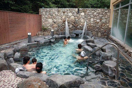 Thư giãn suối nước nóng khi đi du lịch Hàn Quốc mùa đông