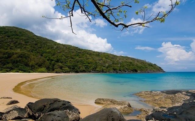 Bãi biển Đầm Trầu mang nhiều nét bí ẩn, hoang sơ